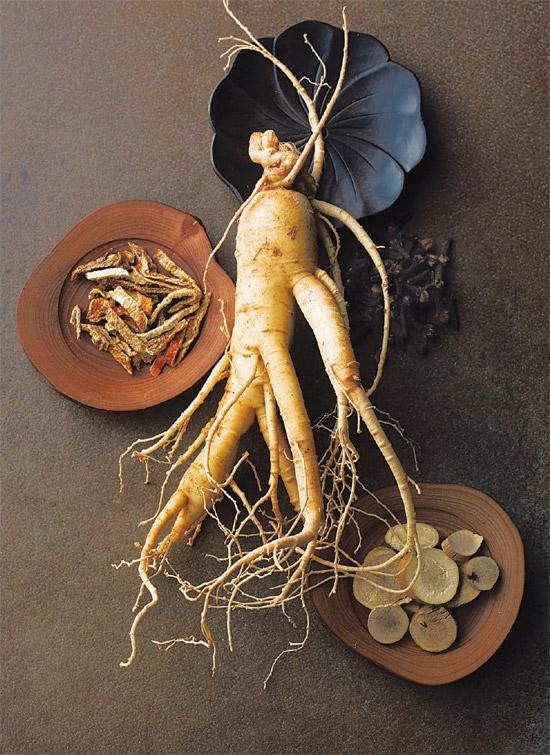 Cao hồng sâm 365 được chiết xuất từ nhiều thảo dược quý